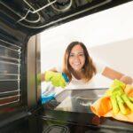 Ako vyčistiť rúru - klasickú na pečenie či mikrovlnku? V podstate veľmi jednoducho - vyskúšajte osvedčené tipy a triky!
