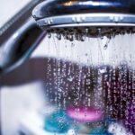 Ako vyčistiť sprchový kút jednoducho a pohodlne + ako sa vyhnúť prílišnému zašpineniu (tipy a triky)