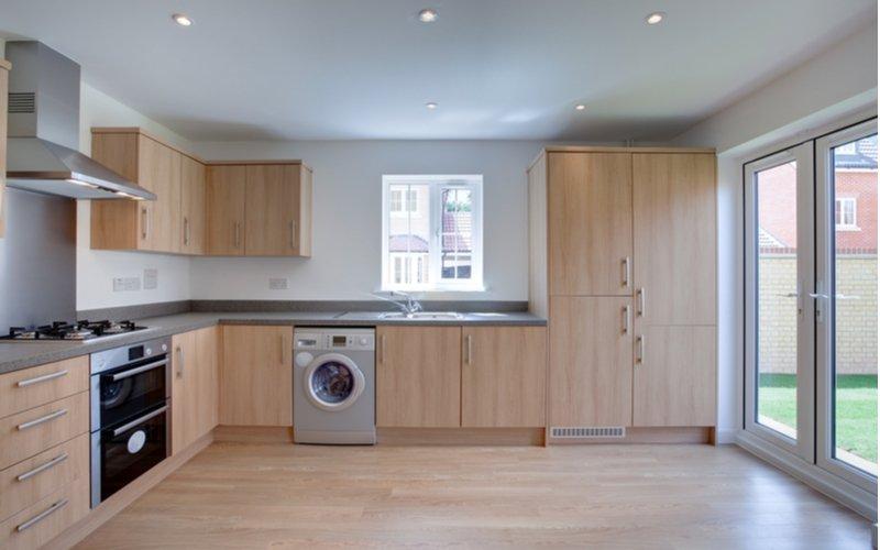 Vstavaná práčka v kuchyni