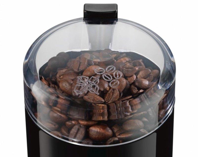 Kávové zrná v nádobe mlynčeka