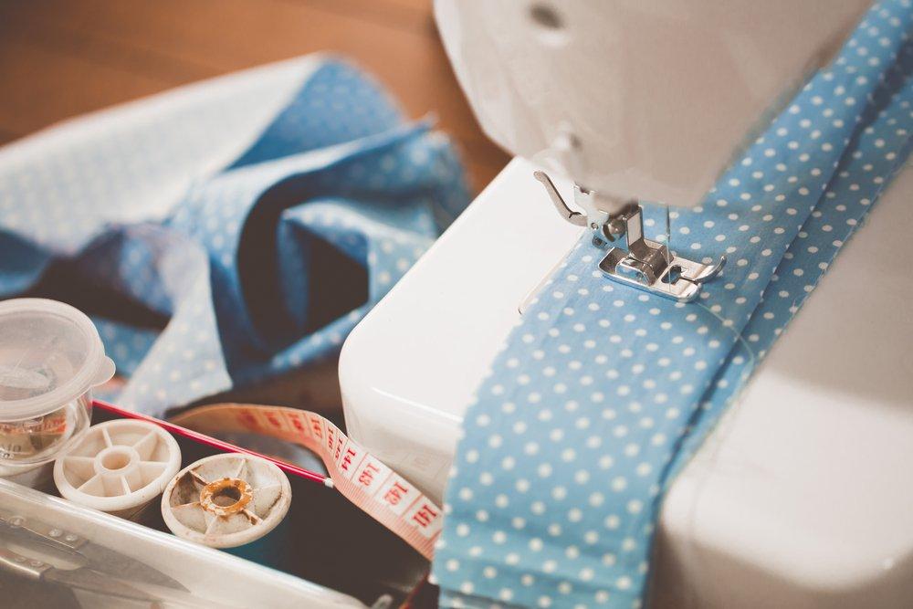 klasický šijací stroj do domácnosti