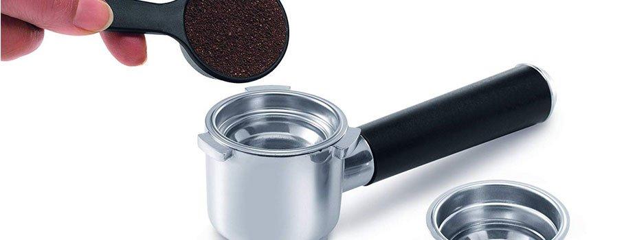 Príprava kávy v Delonghi EC 850 M