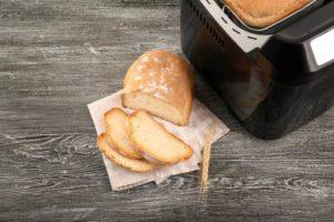 Čerstvý chlieb z domácej pekárničky