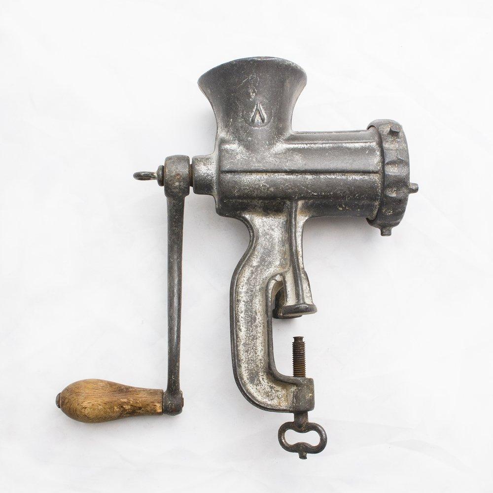 Klasický ručný mlynček na mäso