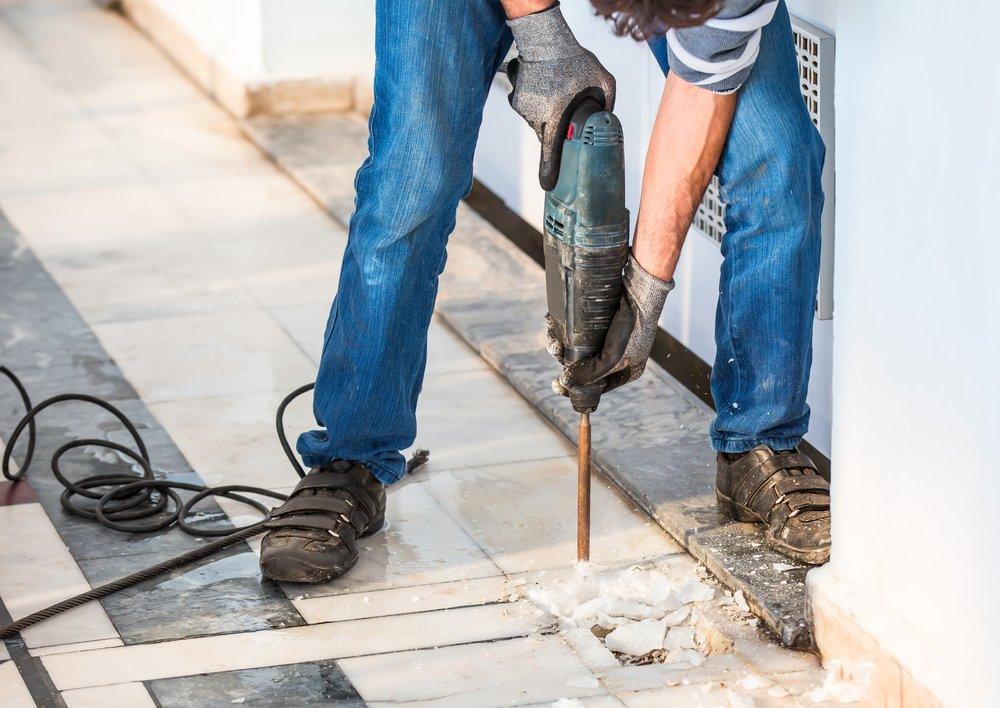 Práca s vŕtacím kladivom