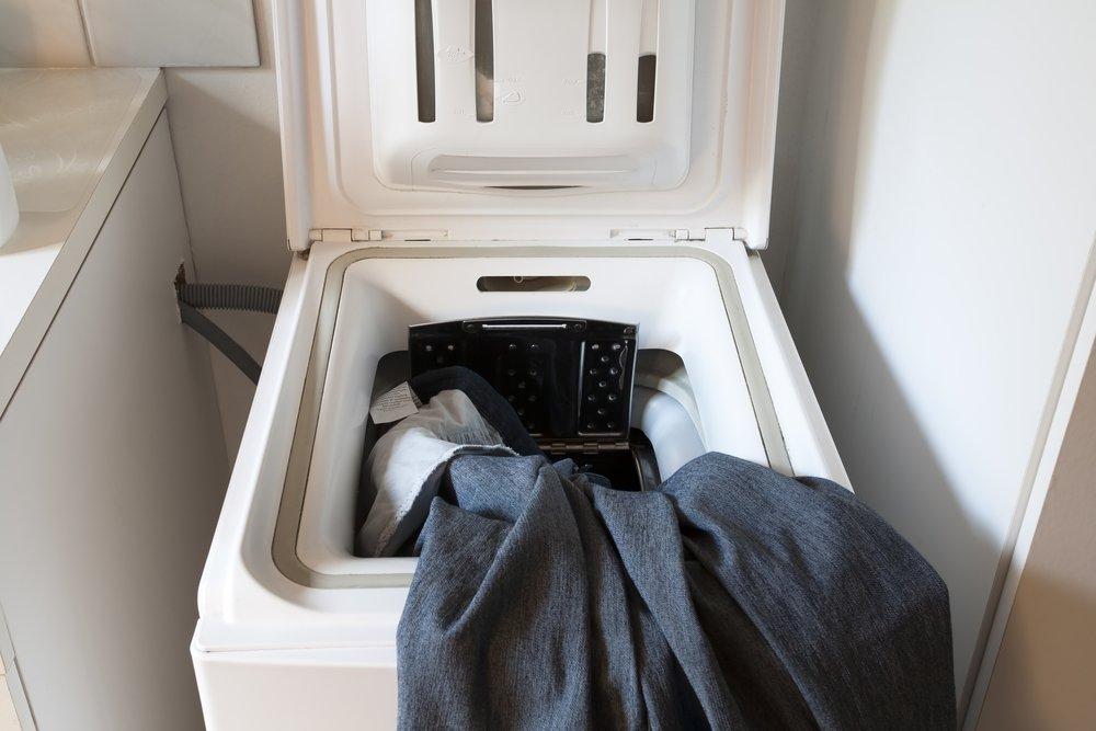 Zhora plnená práčka