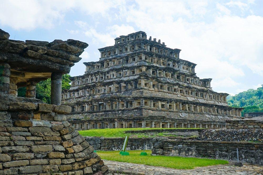 Históriu vianočnej ruže vieme sledovať až po ríšu Aztékov