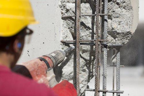 vŕtacie kladivá na osekávanie betónu nepoužívať
