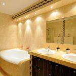 Svetlá do kúpeľne - ako ich vrstviť, čo pri výbere zvážiť a ako bezpečne inštalovať