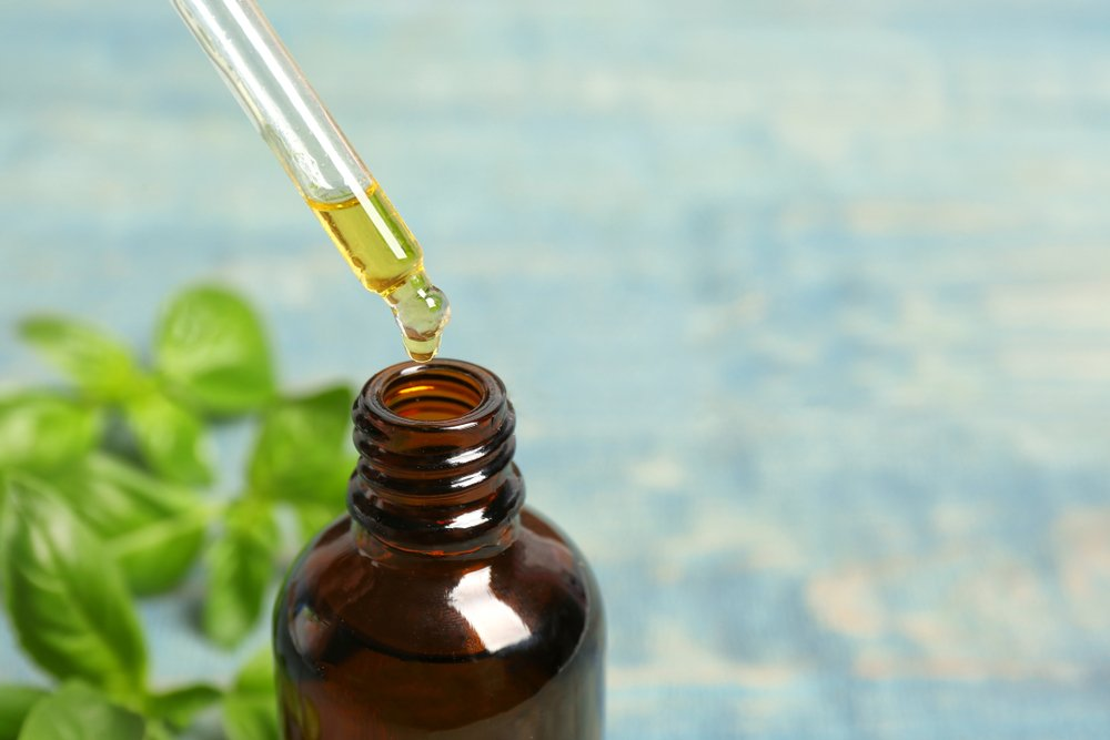 Kvalitný esenciálny olej je v tmavej fľaške a prichádza so skleným kvapkadlom