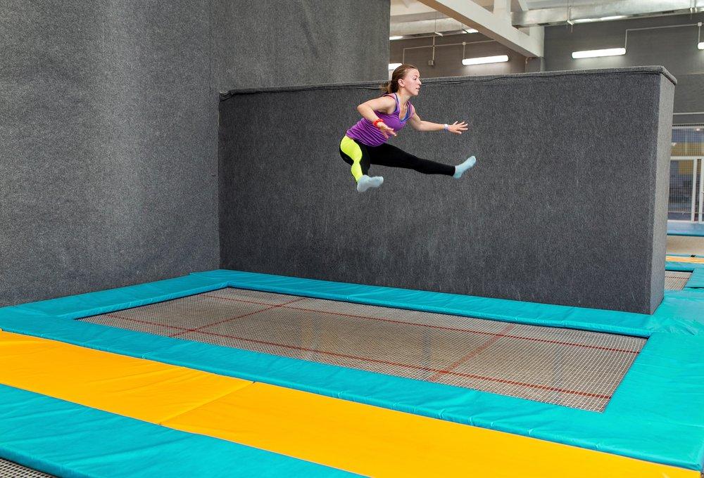 Obdĺžnikové trampolíny sa často používajú pri súťažiach v gymnastike alebo skokoch na trampolíne