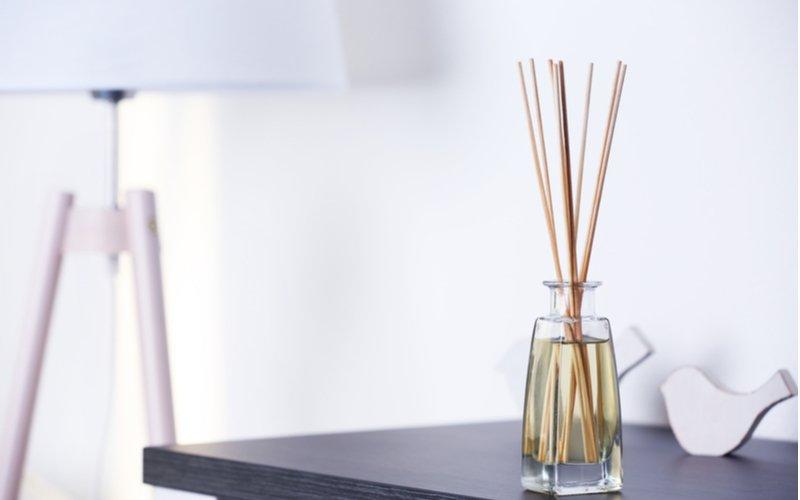 Tyčinkový difuzér - drevené paličky vo fľaštičke s parfumom