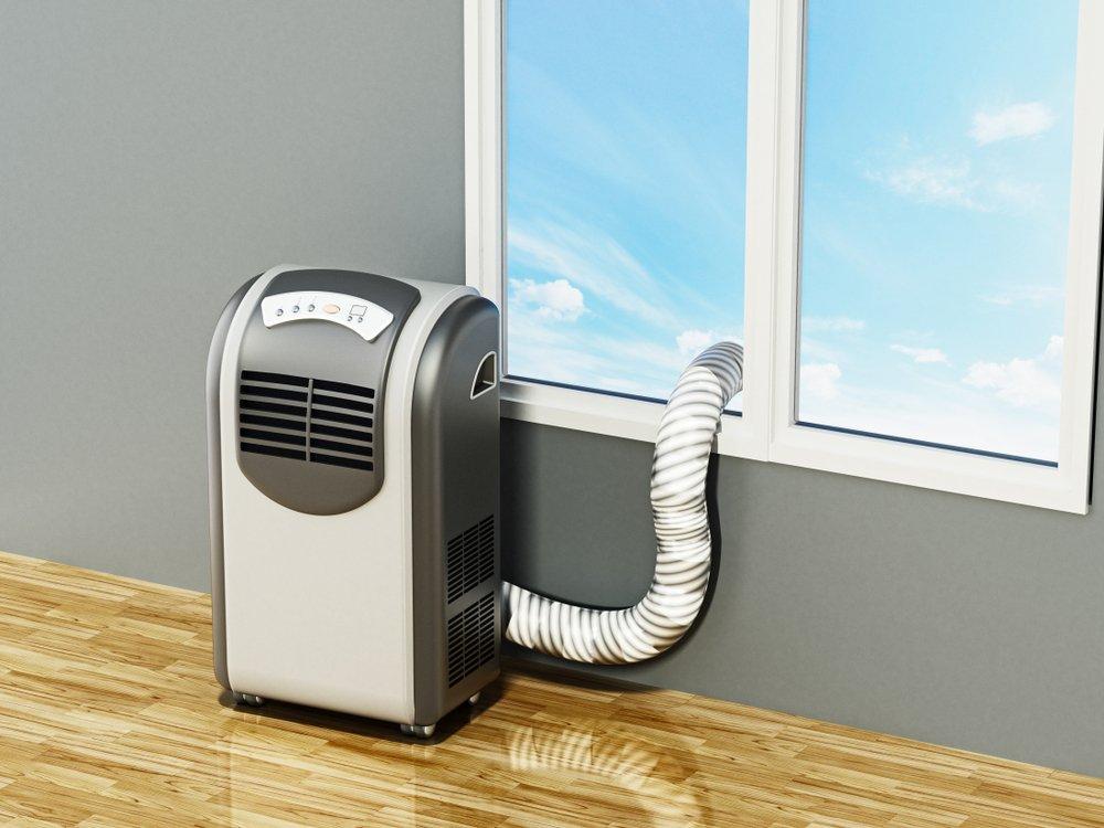 Mobilnú klimatizáciu je zvyčajne potrebné umiestniť v blízkosti okna