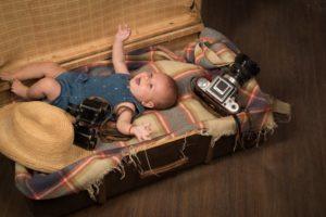 Dieťa v cestovnom kufri