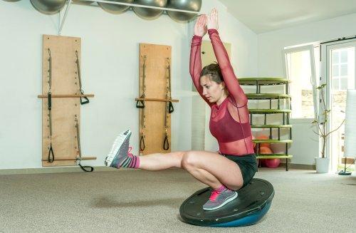 Rôzne cvičenia na balancnej podlozke