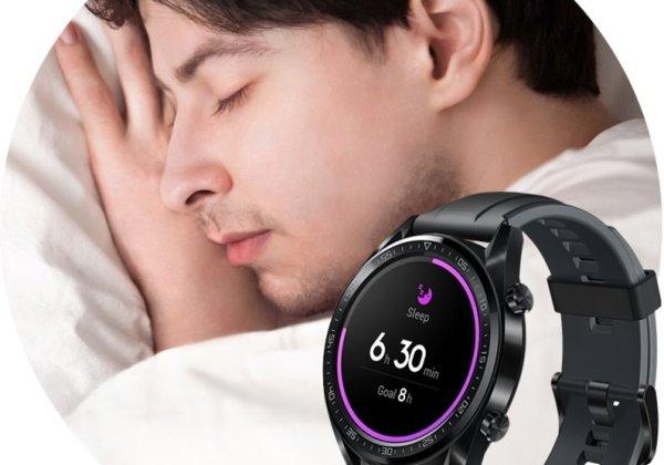 Hodinky monitorujú spánok muža