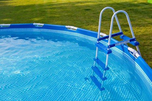 Schodíky do bazénu