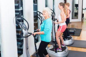 Cvičenie na vibračnej plošine je vhodné pre všetky vekové kategórie