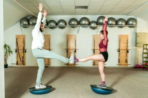 Zapájanie rôznych svalov pri cvičení na balančnej podložke