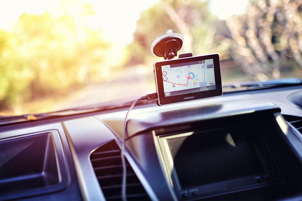 GPS navigácie do auta - čelné sklo