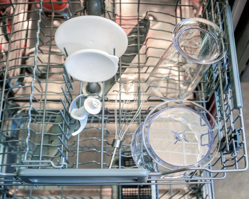 Časti mixéra Delimano Joy 3v1 v umývačke riadu