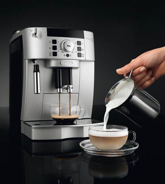 Príprava mliečnych kávových nápojov - ručne