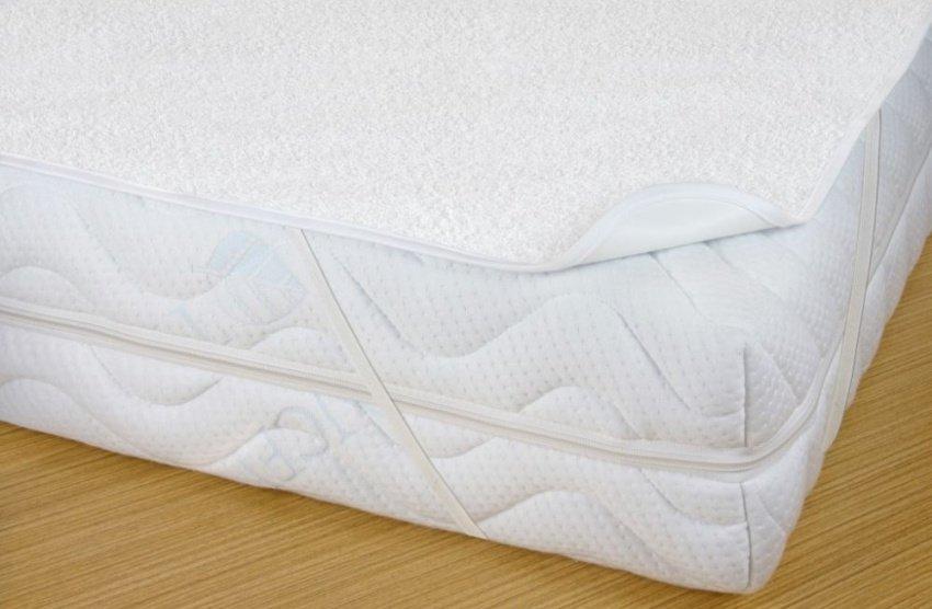 Biely chránič na matrac