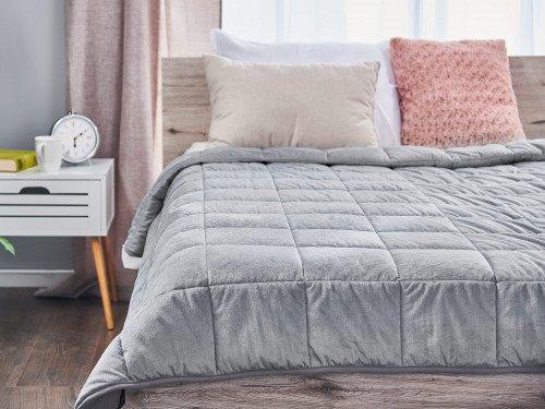 Prikrývka na posteli vynikne