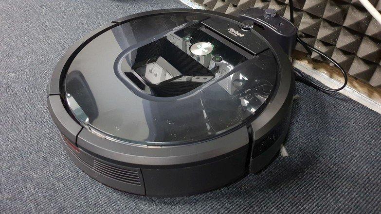 iRobot Roomba 981 pripravený na vysávanie