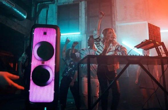 Skvelá svetelná šou s reproduktorom JBL PartyBox 1000