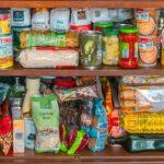 Potraviny do zásoby? Zoznam potravín, ktoré by ste mali mať v prípade krízy doma určite, a ktoré ani nie