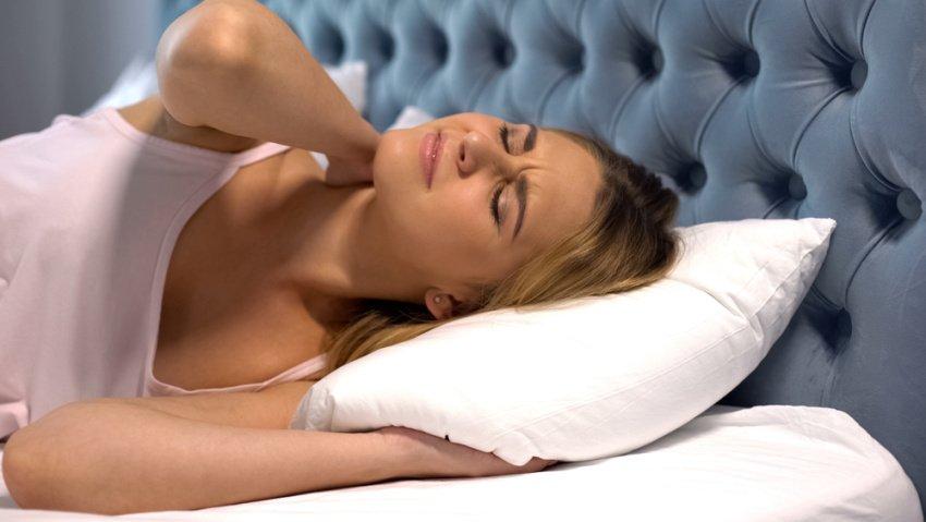 Žena na posteli