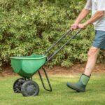 Hnojenie trávnika - bez neho to teda nepôjde, prezradíme ako na to
