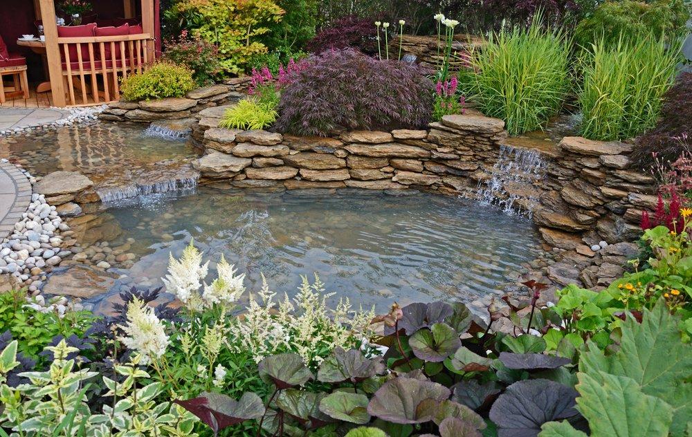 Záhradné jazierko s vodopádom