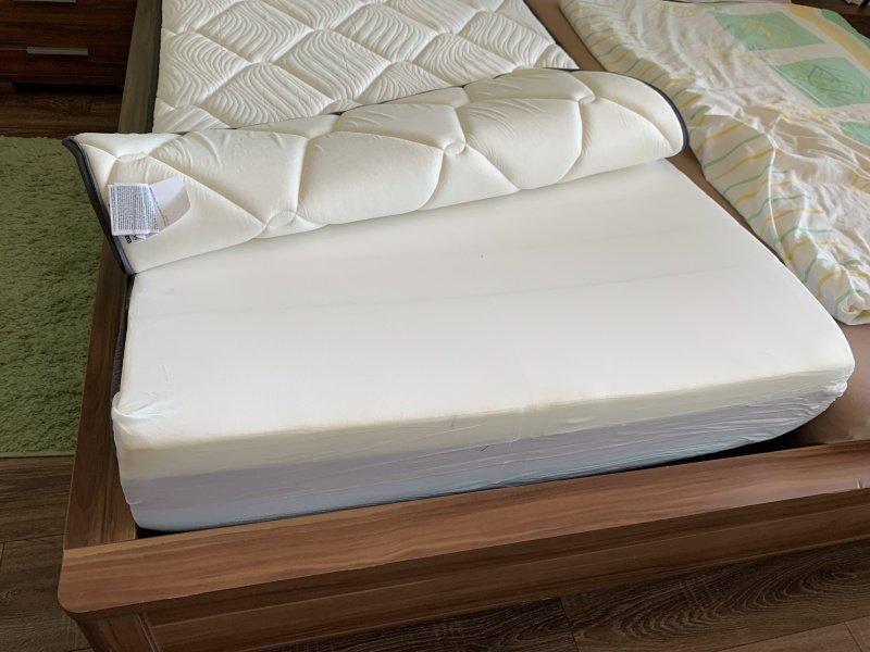 Odzipsovaný poťah na matraci