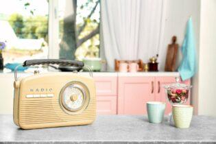 Rádio na kuchynskej linke