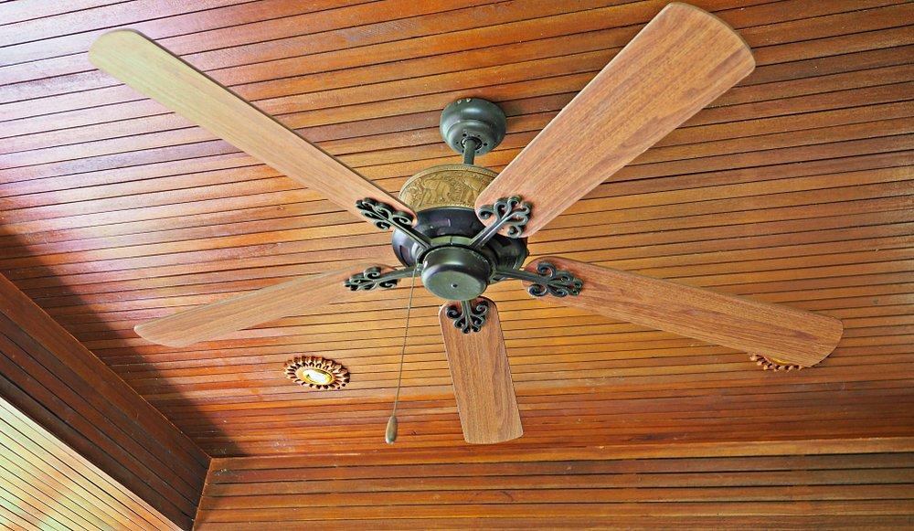 Drevený stropný ventilátor
