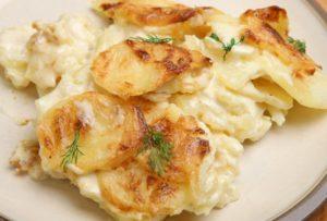 Smotanové zemiaky zo šunkovaru