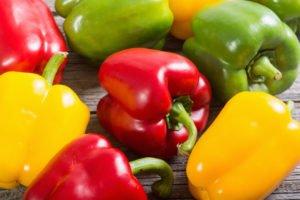 Žlté, červené a zelené papriky