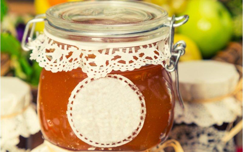 Pohár marhuľového džemu