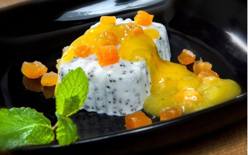 Zmrzlina polita broskyňovým sirupom