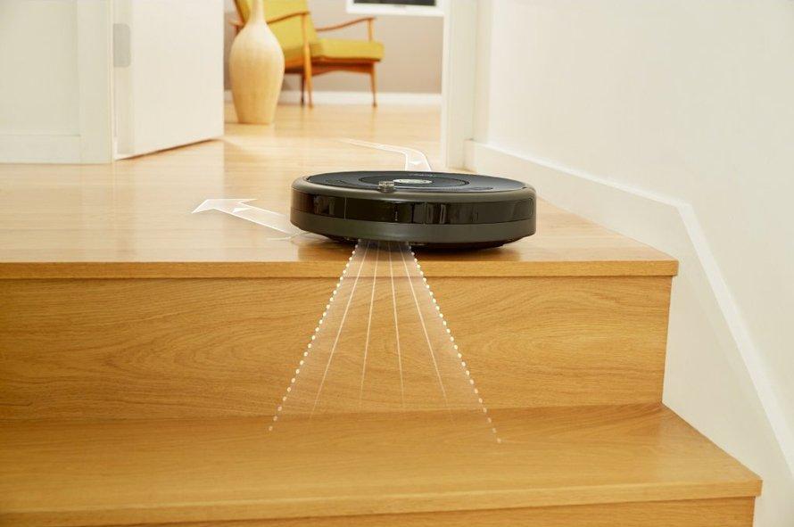 iRobot Roomba 676 WiFi - senzory proti pádu zo schodov