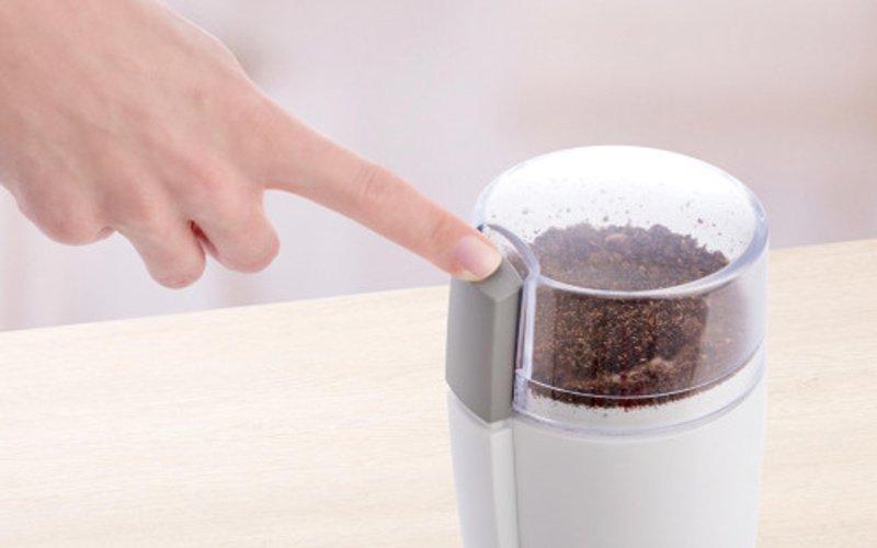 Tlačidlo na spustenie mletia kávy