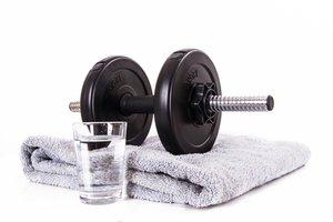 Činka, uterák a pohár s vodou