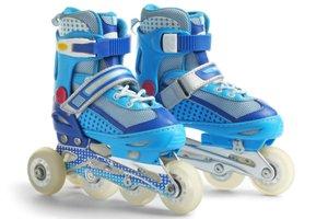 Detské modré kolieskové korčule