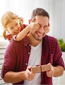 Muž so svojou malou dcérou