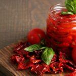 Ako sušiť paradajky v sušičke, v rúre, či na slnku