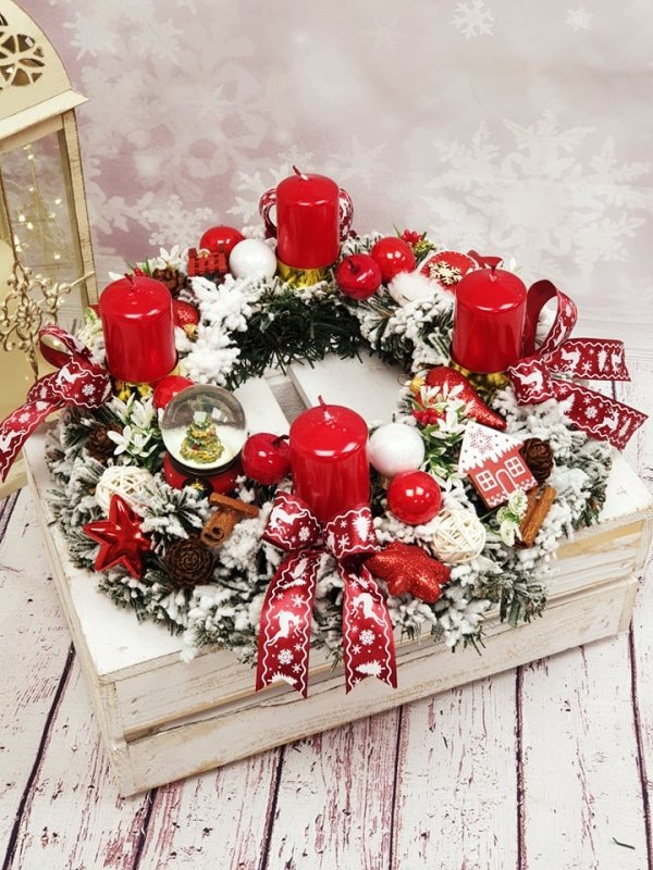 Adventný veniec červeno biely so stužkami