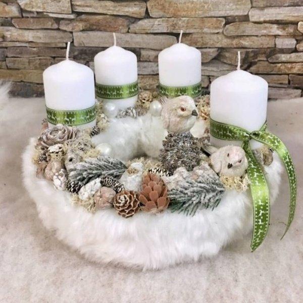 Biely adventný veniec so zelenou stužkou