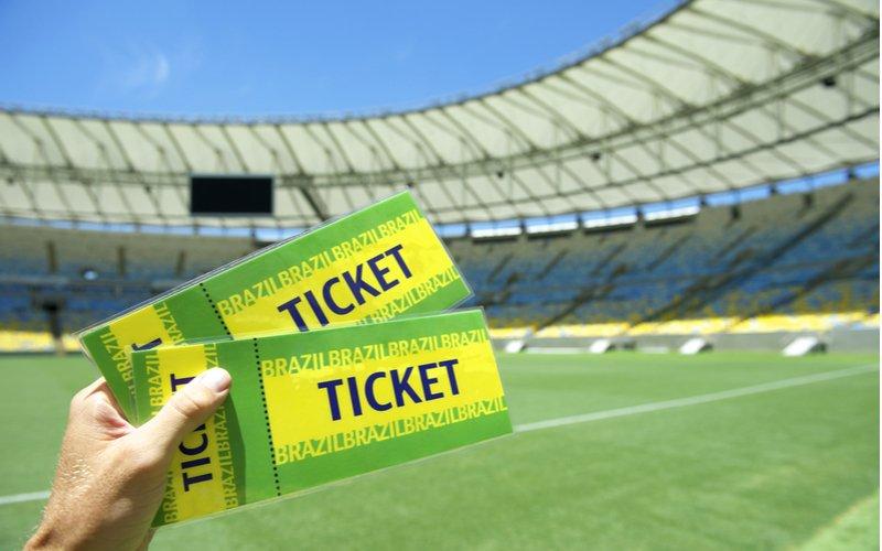 Dva zelenožlté lístky na futbalový zápas